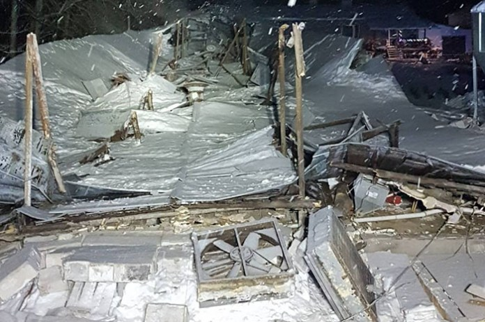 Zawalenie dachu kurnika z 25 tysiącami kurcząt
