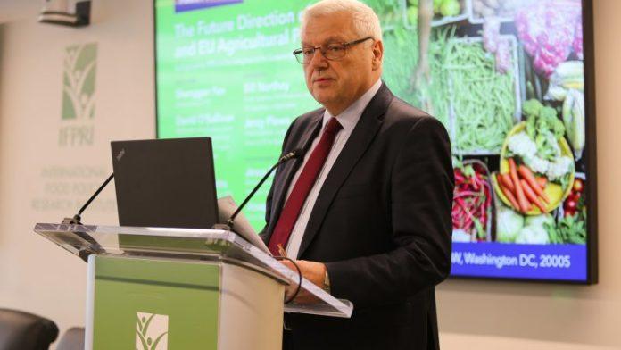 Jerzy Plewa (na zdj.) w latach 2013-2020 był szefem dyrekcji generalnej ds. rolnictwa i obszarów wiejskich (DG AGRI) w Komisji Europejskiej. / Foto via flickr (CC BY-NC-ND 2.0