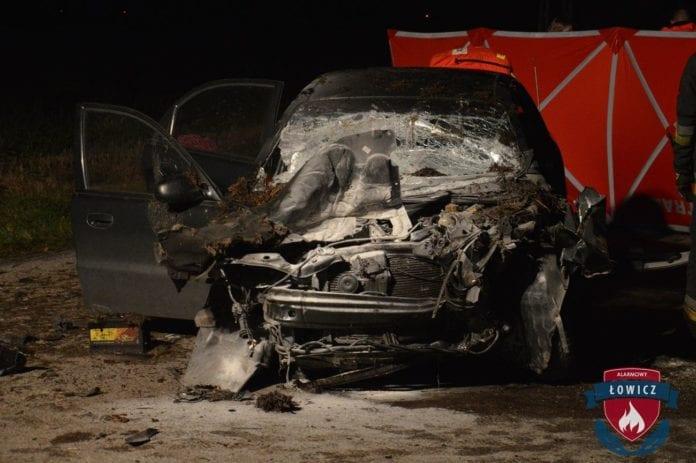 Różyce , zginął po uderzeniu w rozrzutnik, wypadek ciągnika, rozrzutnik, wypadki na wsi, OSP, KPP Łowicz, Alarmowy Łowicz,