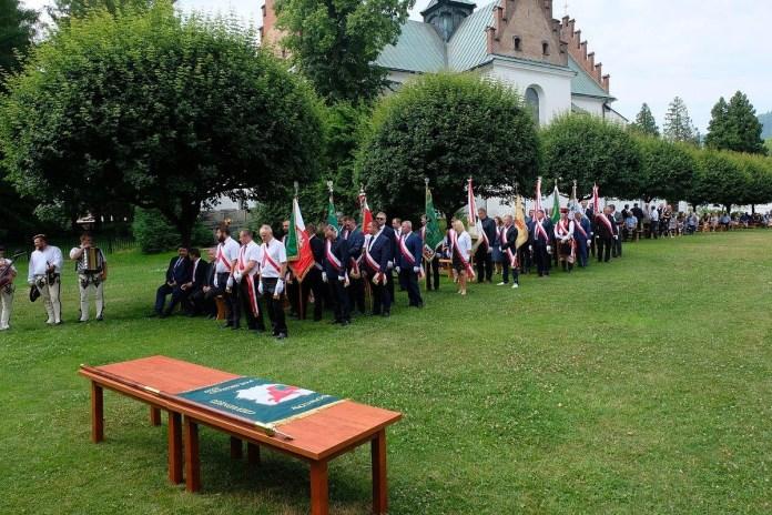 Krajowy Związek Hodowców Czerwonego Bydła Polskiego z własnym sztandarem