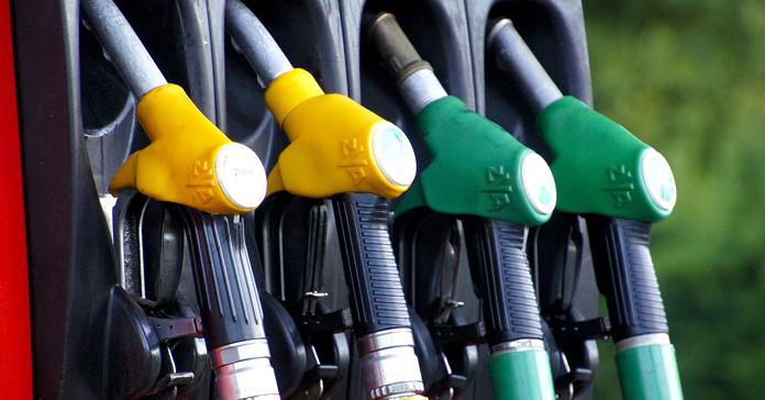 Paliwa na stacjach znów tanieją