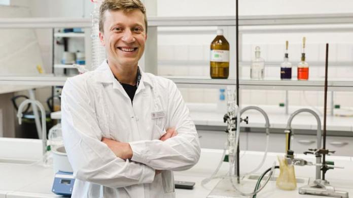 """Naukowcy z Uniwersytetu Przyrodniczego poszukują mikroorganizmów """"zjadających"""" plastiki"""