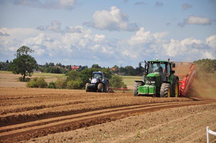 Rolnicy nie zgadzają się na dodatkowe opłaty pobierane przy zakupie olejów!