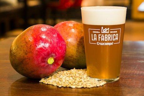 Una marca española elabora una cerveza de mango y otra de piña