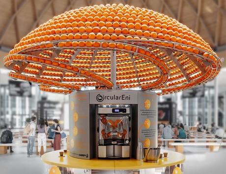 Un bar de zumos hace vasos de bioplástico con piel de naranja