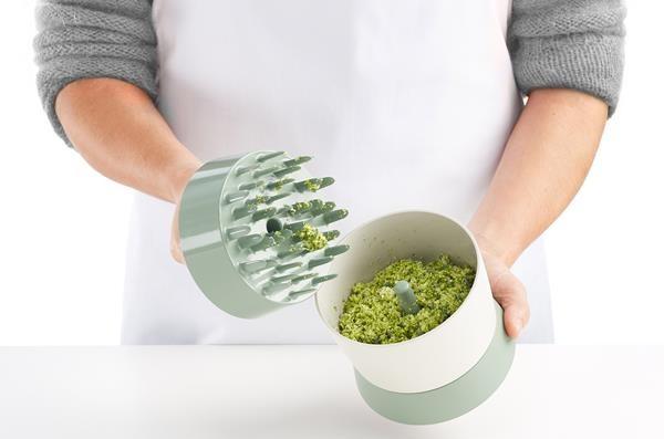 Un sencillo utensilio convierte la coliflor en «arroz»