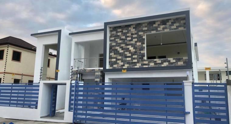 Casa 2 Niveles, 4 Habitaciones, Terraza, Marquesina 4 Vehículos, Próximo Al Homs