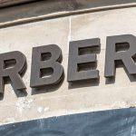 Burberry expande programa de bolsas de estudo