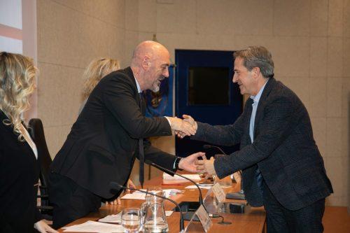 Entrega reconocimiento rector UCM a Enrique Aracil