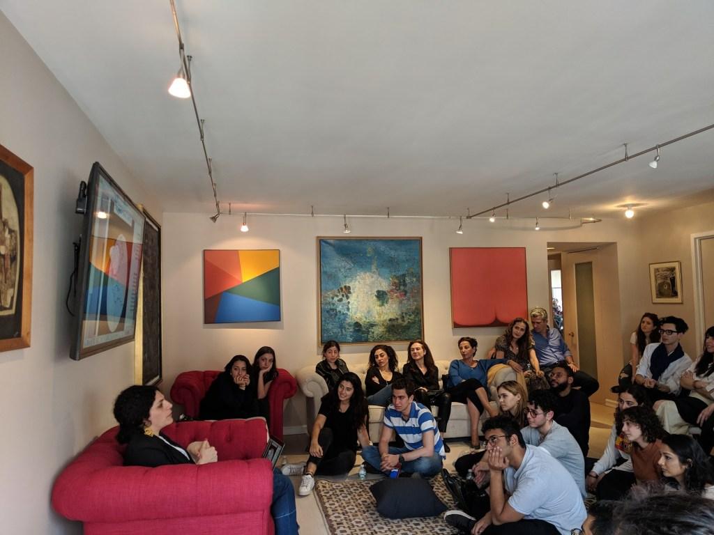 عمر أفندم ، مغني الراب والشاعر السوري الأمريكي، في المجلس الثقافي بواشنطن دي سي ، 27 نوفمبر 2019 (تصوير جون تشادويل)