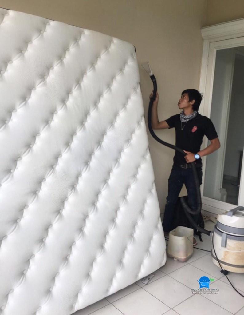 Jasa cuci sofa jakarta selatan - image  on https://agungjayasofa.com