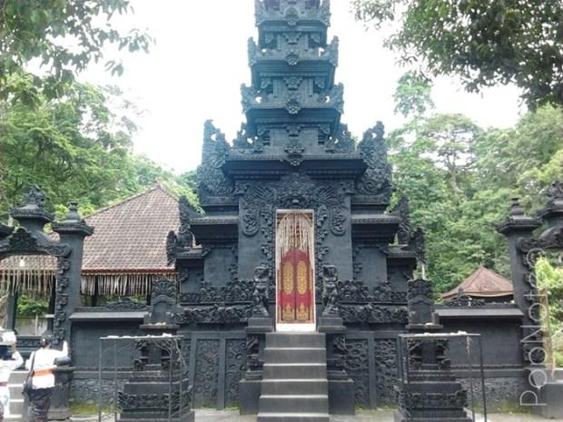 gapura utama - Pura Suranadi, Lombok