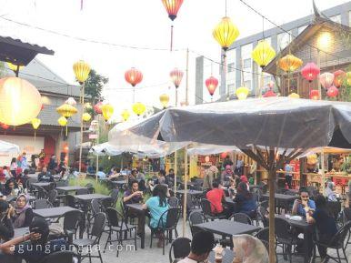 Ramai pengunjung di Chinatown