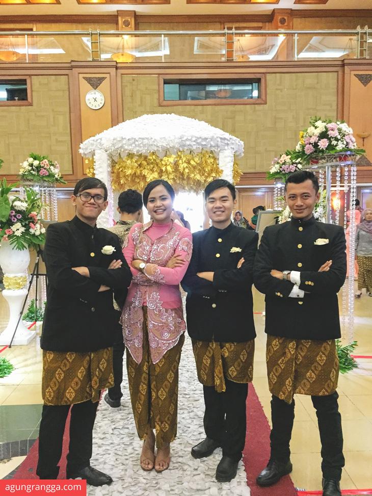Groomsmen dan Bridesmaids