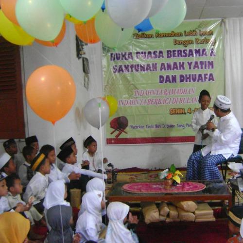 Buka Puasa Mbah Bolong Bersama Anak Yatim Parimono