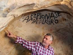 Lothar Bergmann en una cueva del campo de Gibraltar