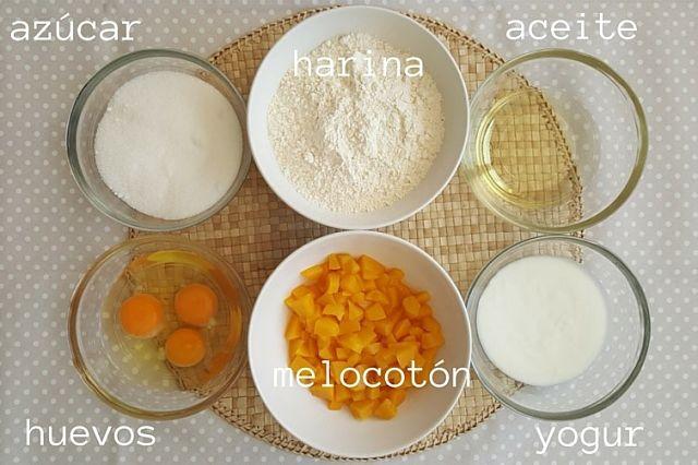 bizcocho de yogur y melocotón