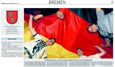 Zur Fußballweltmeisterschaft 2006 berichtete der Weser Kurier über die an unserem Haus angebrachte riesige Deutschlandfahne