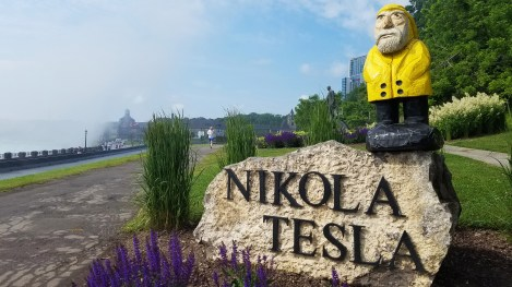 Captain Ahab of Ahab's Adventures and Nikola Tesla hanging out at Niagara Falls 2019