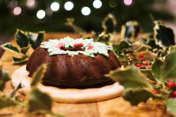 Gingerbread wreath cake