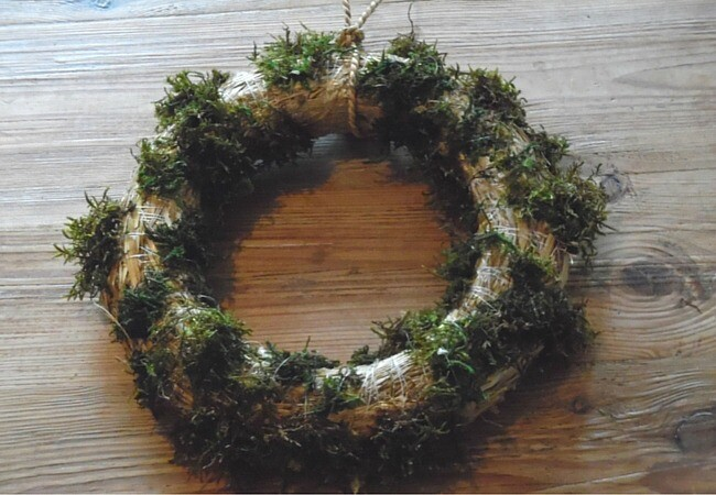 Image showing how to attach moss to DIY plant wreath