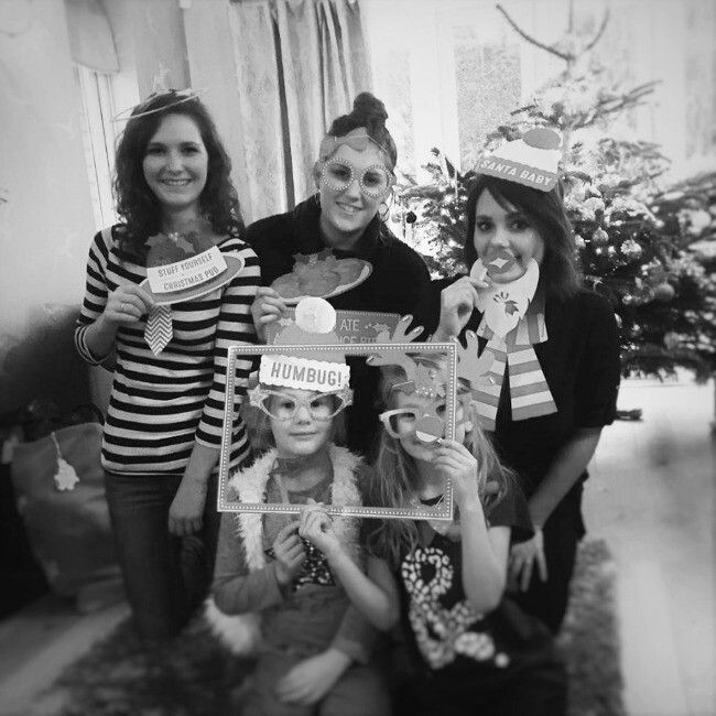 Image of 5 cousins posing for photo with photo props