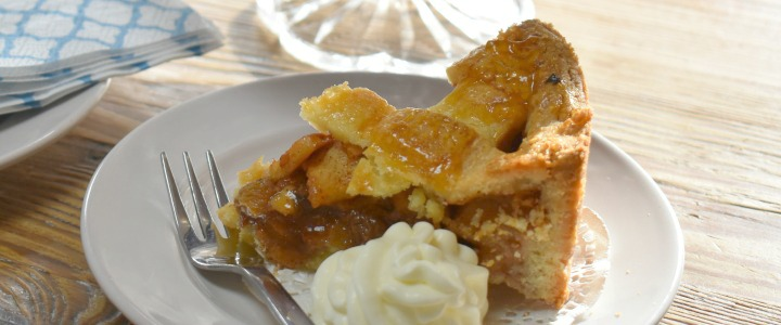 Traditional Dutch Apple Pie Recipe: This one is definitely a crowd pleaser, with a generous 10-12 servings just wait for the compliments to come rolling in!