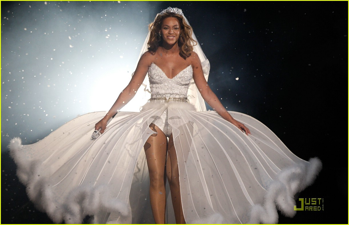 Beyonce Sells Her White Wedding Gown For 30000  A Hat Day