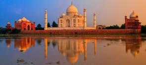 india-Taj-Mahal-shows-details