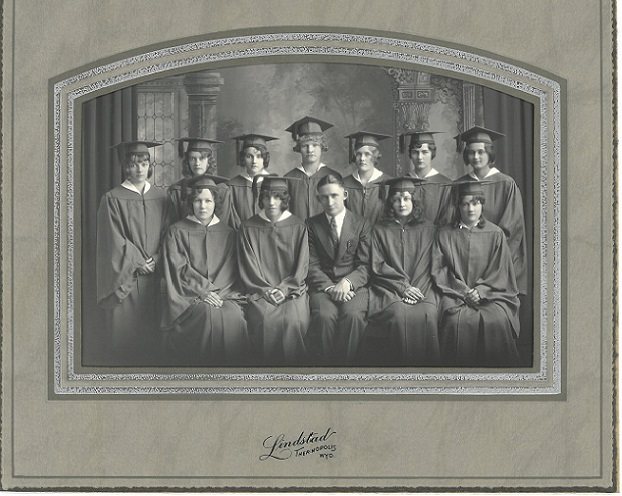 Gebo HS graduation 1930 Mileva back row on right