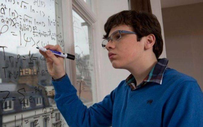 Será que este garoto é mais inteligente que Albert Einstein? (1)
