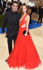 """NEW YORK, NY - MAY 01: Actor Bobby Cannavale (L) and actress Rose Byrne attend """"Rei Kawakubo/Comme des Garcons: Art Of The In-Between"""" Costume Institute Gala at Metropolitan Museum of Art on May 1, 2017 in New York City. (Photo by John Shearer/Getty Images)"""