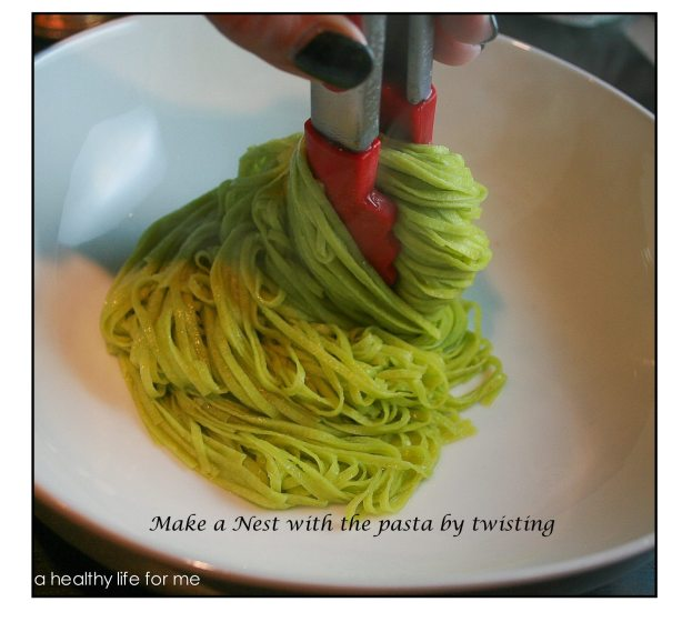 Making-a-nest-with-Pasta-for-Salmon-and-Pasta-with-White-Wine-Sauce-1024x1024
