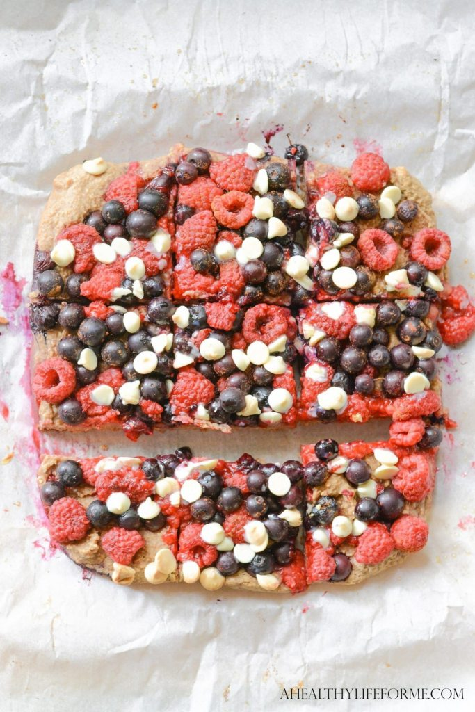 Berry Crumble Bars are loaded with summer fruit healthy nuts and are gluten and dairy free | ahealthylifeforme.com