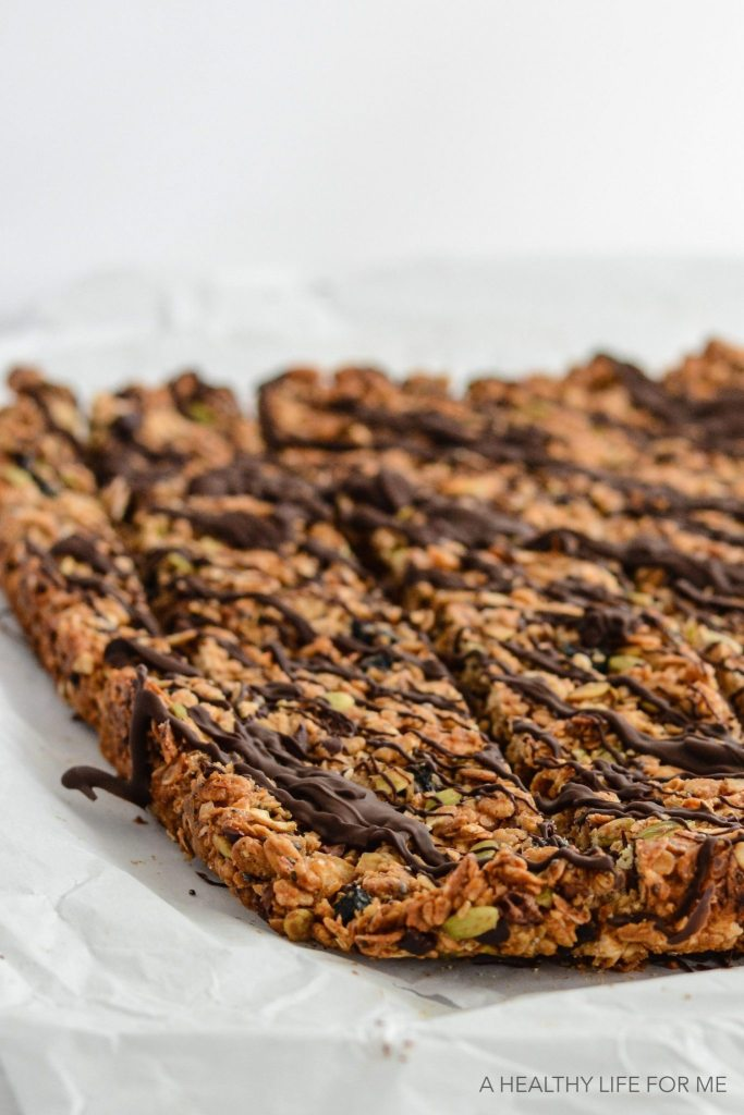 Homemade Granola Bars that are delicious, healthy, gluten free, dairy free, vegetarian and easy to make | ahealthylifeforme.com