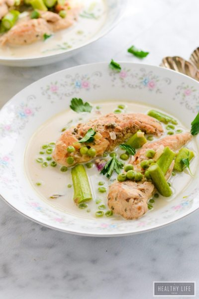 Slow Cooker Coconut Lemon Chicken a creamy, vibrant dinner recipe that is sure to become a favorite go to recipe. Not on is this made in one pot but is healthy low calorie gluten free dairy free | ahealthylifeforme.com