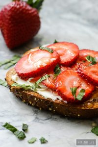 Strawberry Mascarpone Mint Toast with a Honey drizzle is sweet, simple and elegant | ahealthylifeforme.com