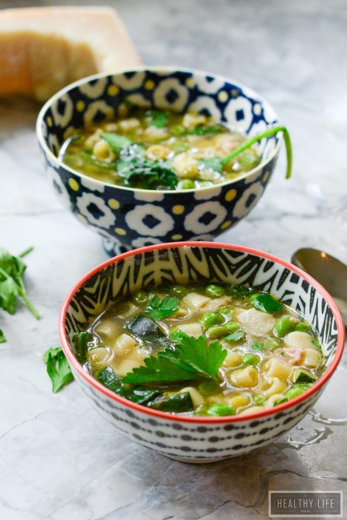 Garden Minestrone is a one pot gluten free low calorie meal that is bursting with fresh seasonal vegetables straight from the summer garden | ahealthylifeforme.com