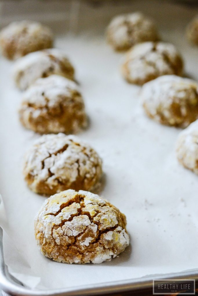 Gluten Free Pumpkin Crinkle Cookies are an incredibly soft and chewy cookie with tons of pumpkin spice flavor   ahealthylifeforme.com
