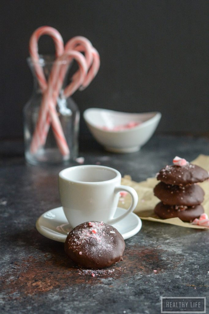 These Gluten Free Chocolate Mint Candy Crunch Cookies are perfect for the holidays, or really anytime. Imagine homemade girl scout thin mints with a candy cane crunch topping   ahealthylifeforme.com