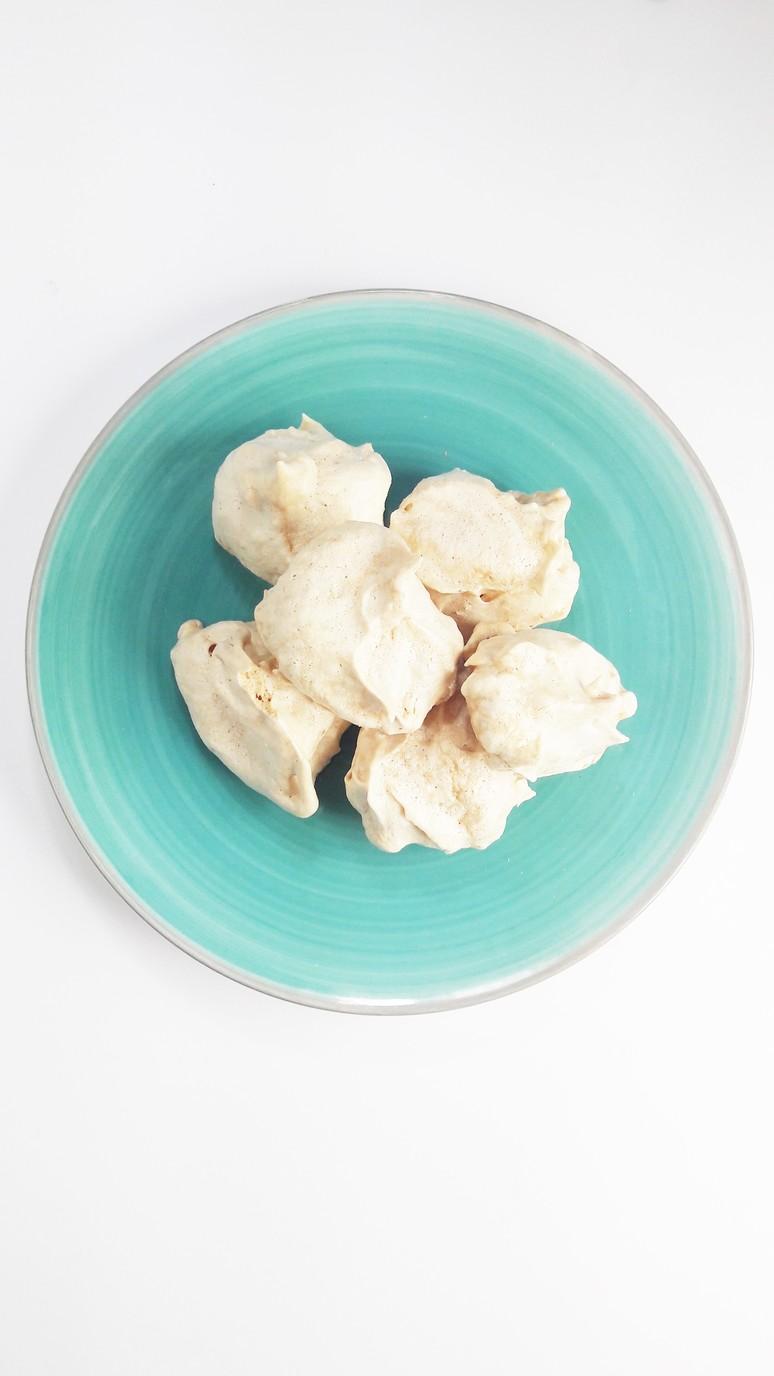 Kaffir lime meringues