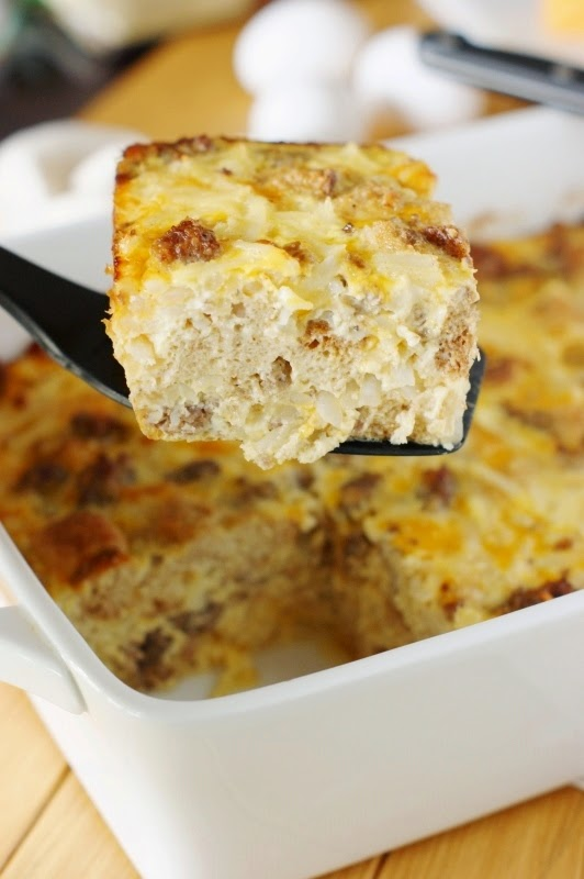 Romantic breakfast ideas for Valentine's Day? Overnight Sausage, Egg + Hash Brown Breakfast Casserole. | ahedgehoginthekitchen.com