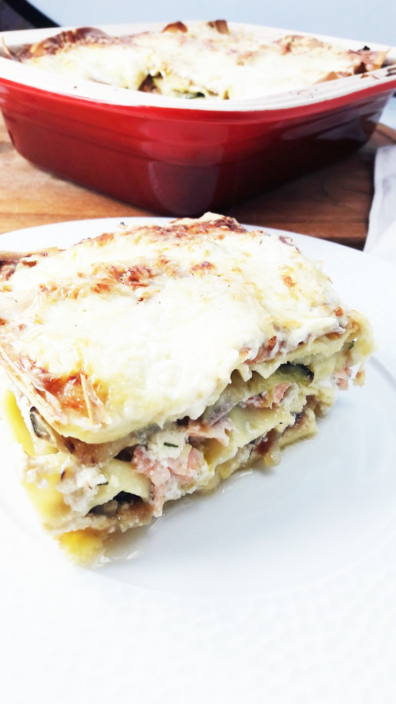 Salmon zucchini lasagna. A tasty, quick & easy dinner. This will become your new favorite family recipe! | ahedgehoginthekitchen.com