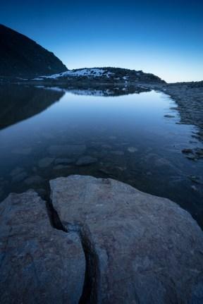 (Brumas de montaña IV - #6, Sierra Nevada, primavera 2014) Laguna de la Caldereta al amanecer