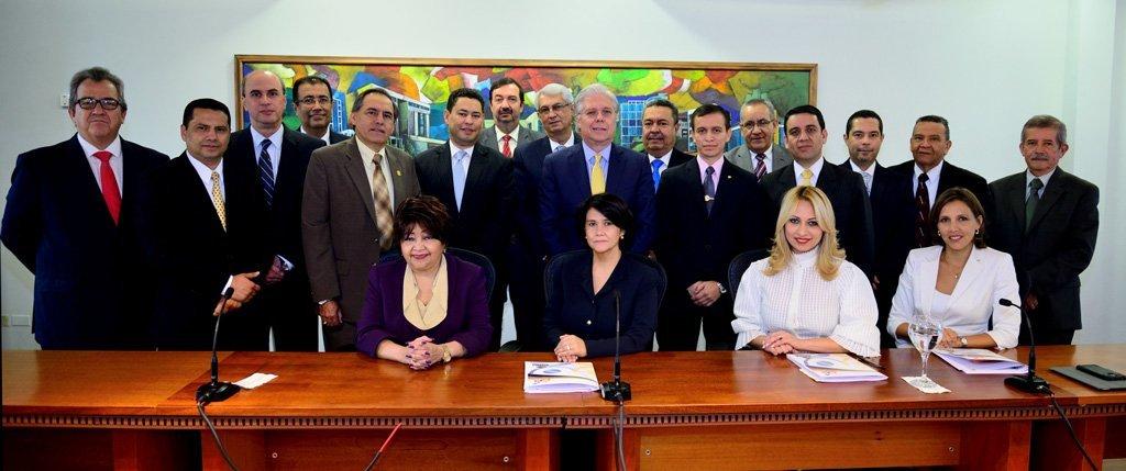 La Junta De Directores En Pleno.