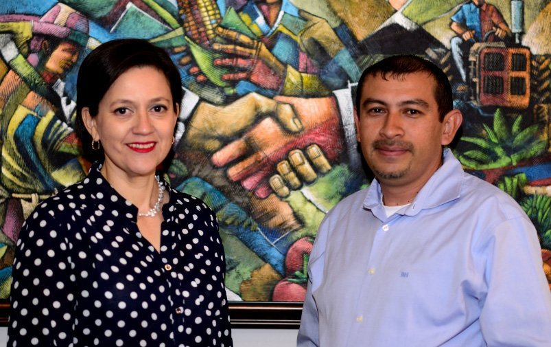 La Ing. María Fernández Y El Lic. Manrique Santos