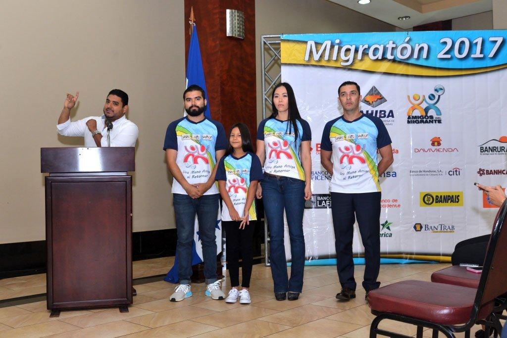 Luis Landa, presentación de la camiseta oficial de la Migratón 2017