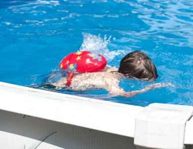 Colin swimming underwater