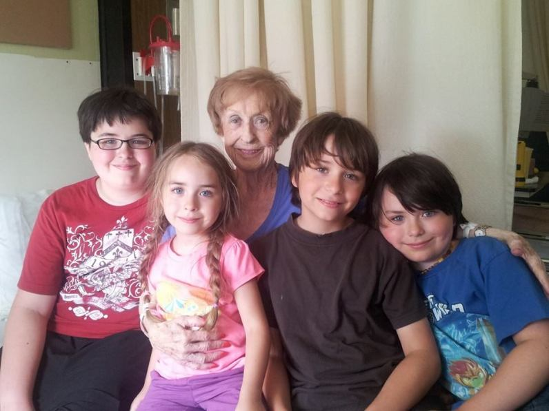Mémé and her 4 great-grandkids