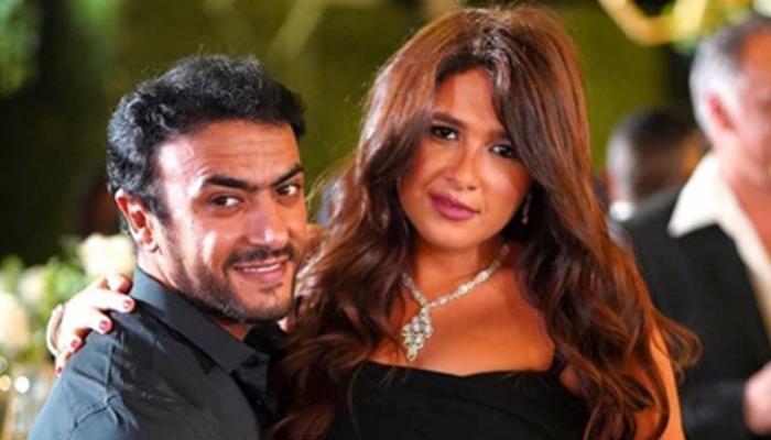 ياسمين عبد العزيز واحمد العوضي يستمعان لأغنية بيلا تشاو بشوارع جنيف